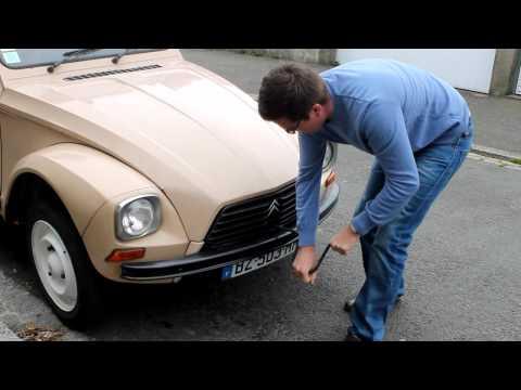 First Hand-cranking : Citroën Acadiane / 2CV