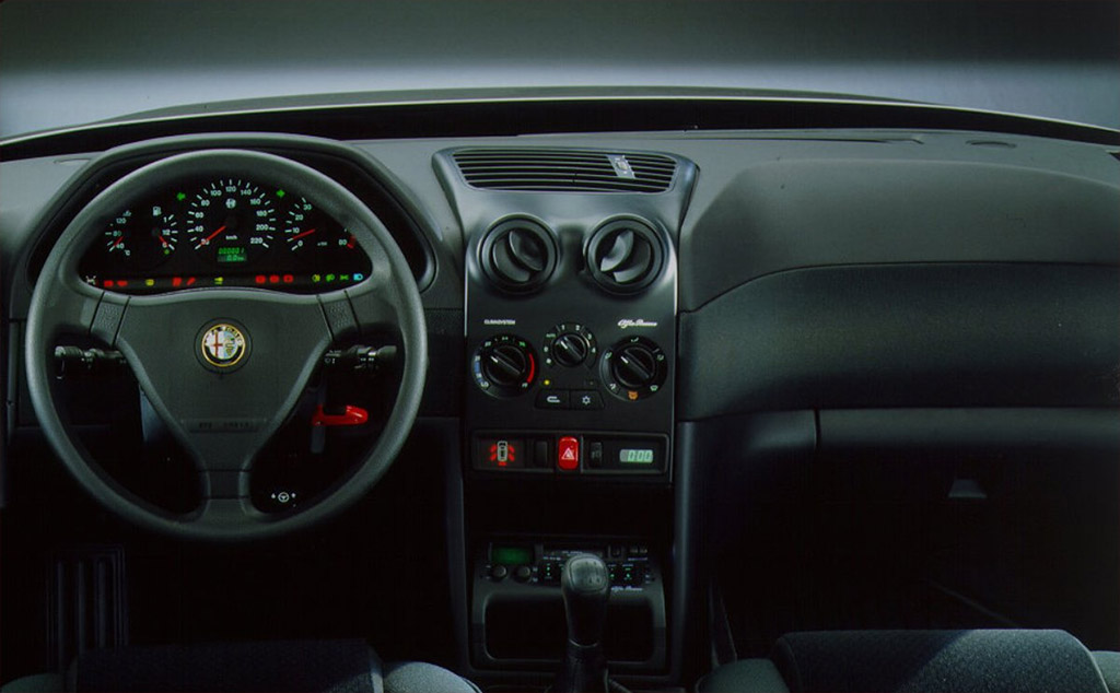 Alfa Romeo 146 interieur