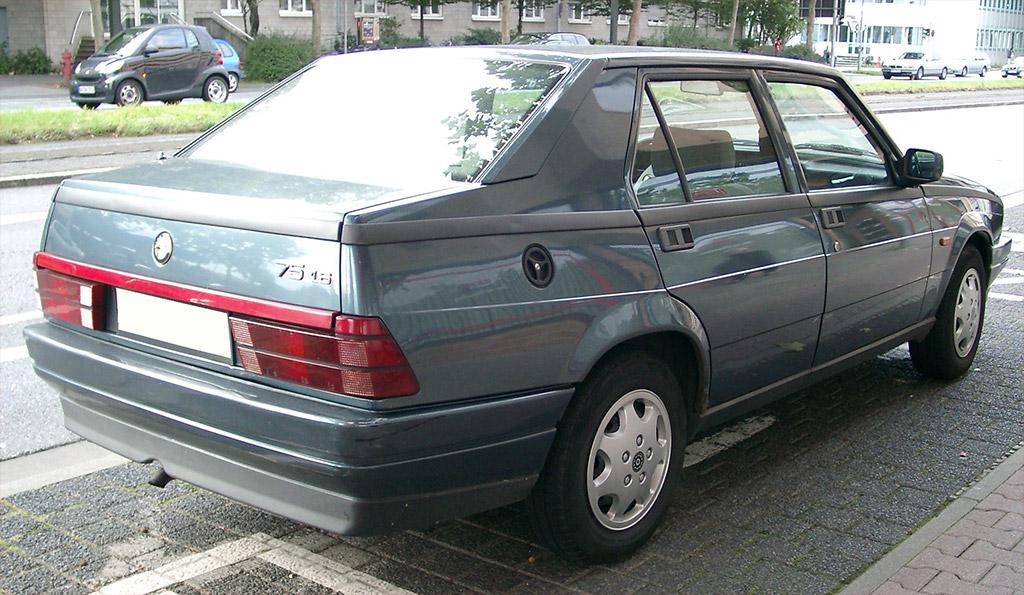 Alfa Romeo 75 achterzijde