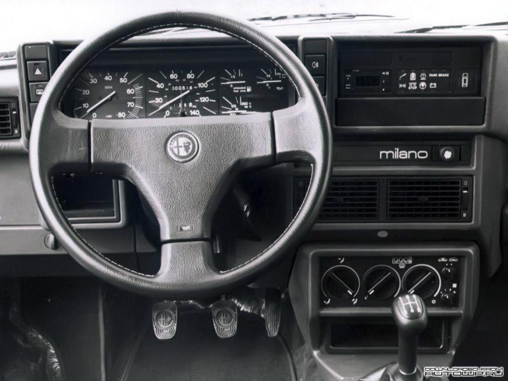 Alfa Romeo 75 interieur