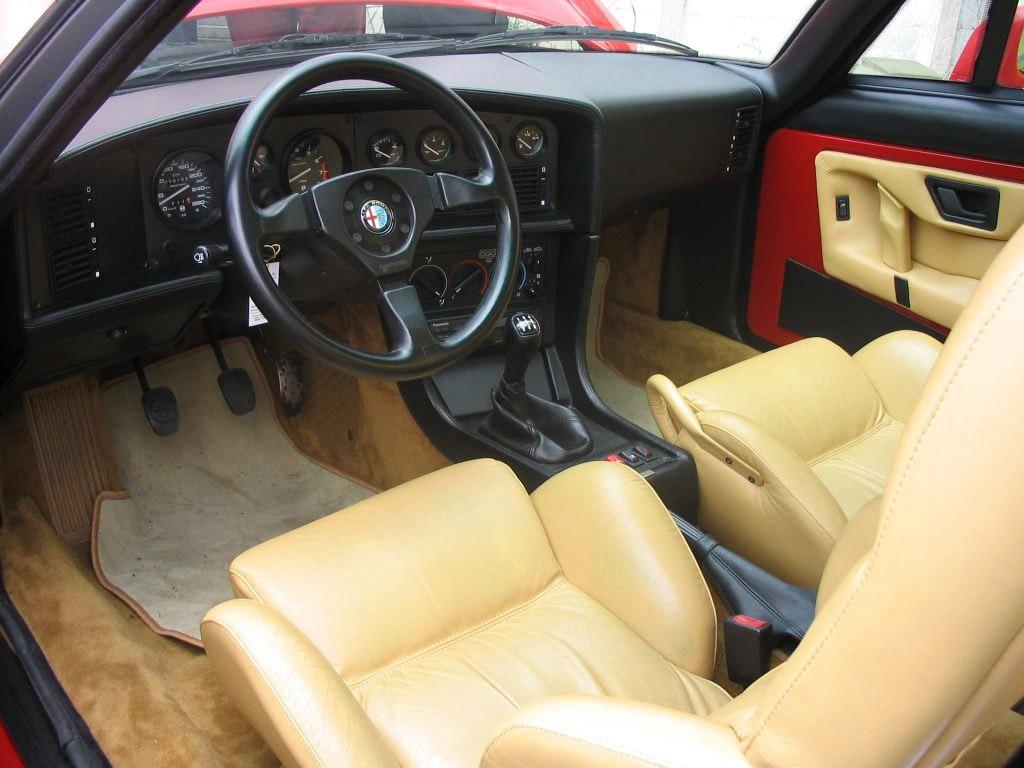 Alfa Romeo SZ interieur