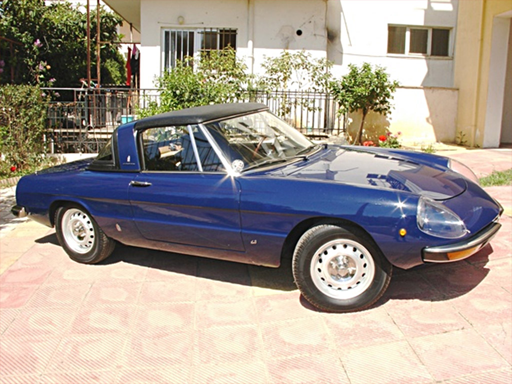 Alfa Romeo Spider Series 2 as well GTV also Trois Classiques Pour 15 000 Euros besides Watch additionally 1979 Alfa Romeo Alfetta. on alfa romeo gtv 2000