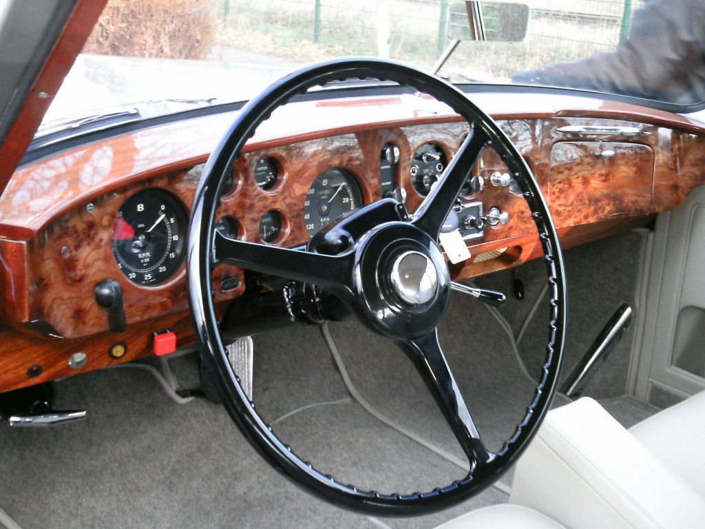 Bentley S1 Continental Mulliner dashboard