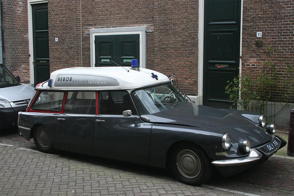 Citroen DS ambulance