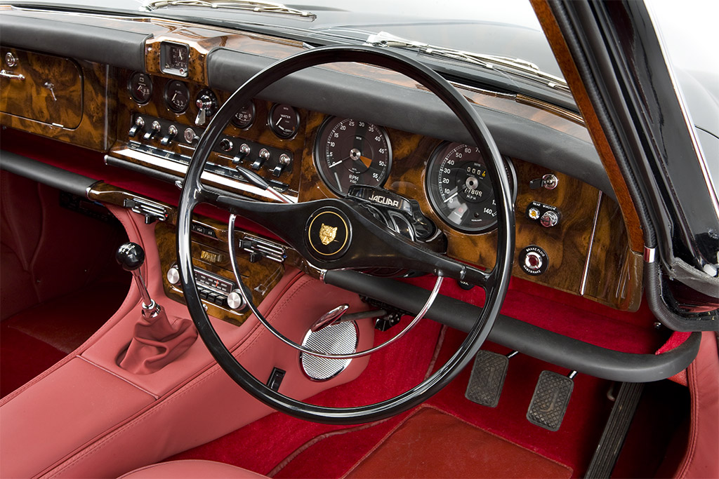 Jaguar 420 interieur