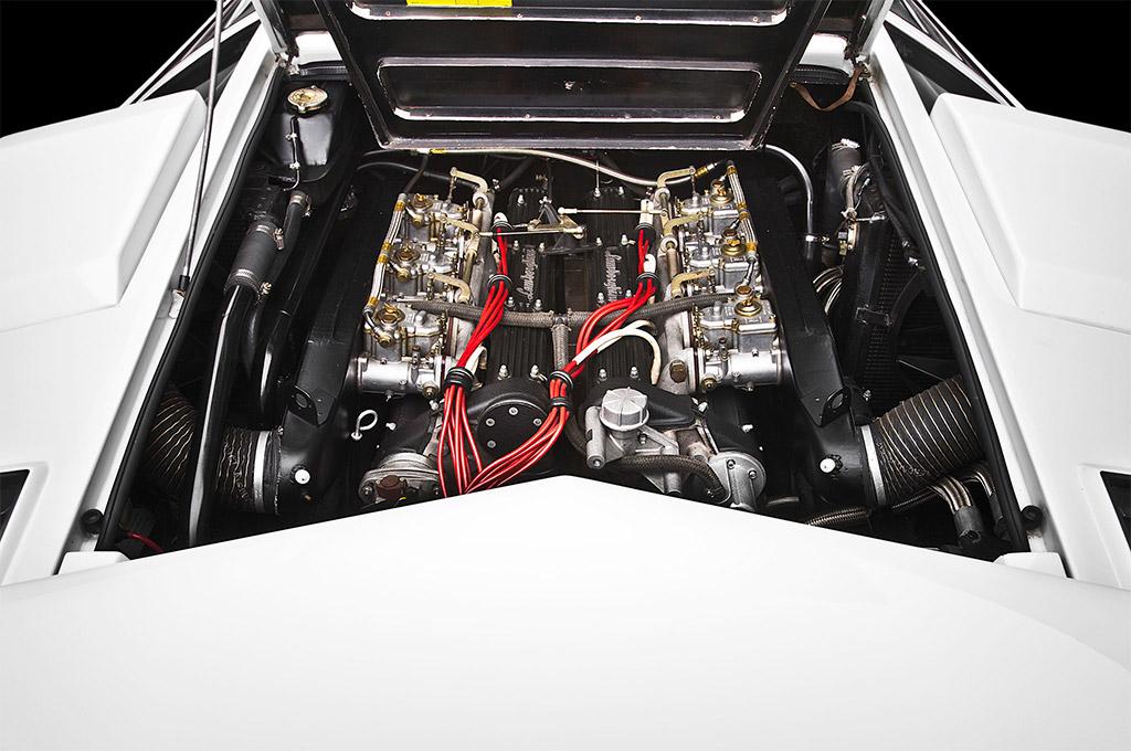 Lamborghini countach motor
