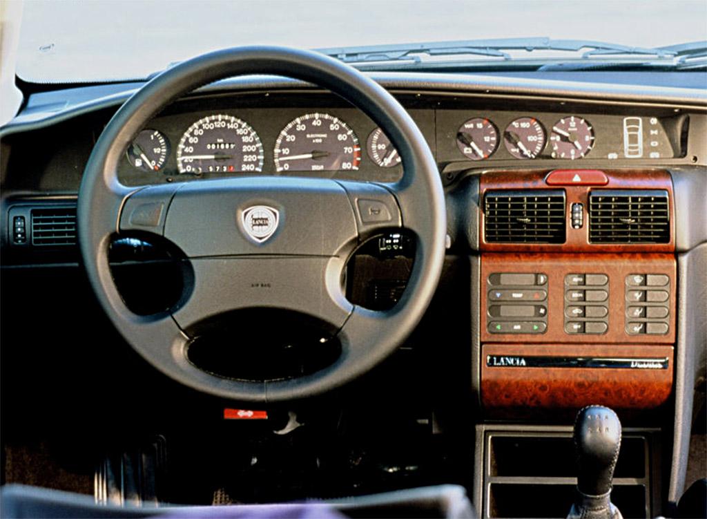 Lancia Dedra interieur