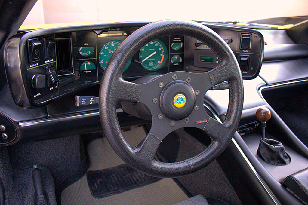 Lotus Esprit S1 dashboard