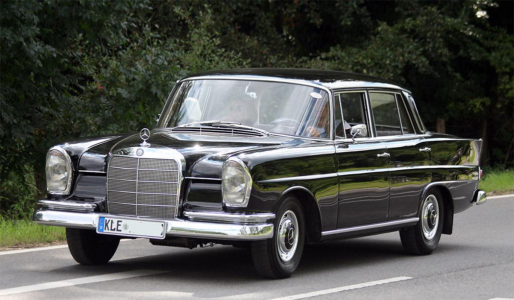 Mercedes-Benz_300SEW112.jpg