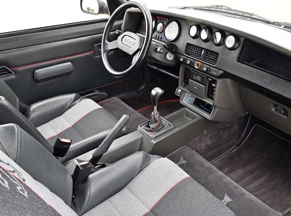 Peugeot 205 T16 interieur