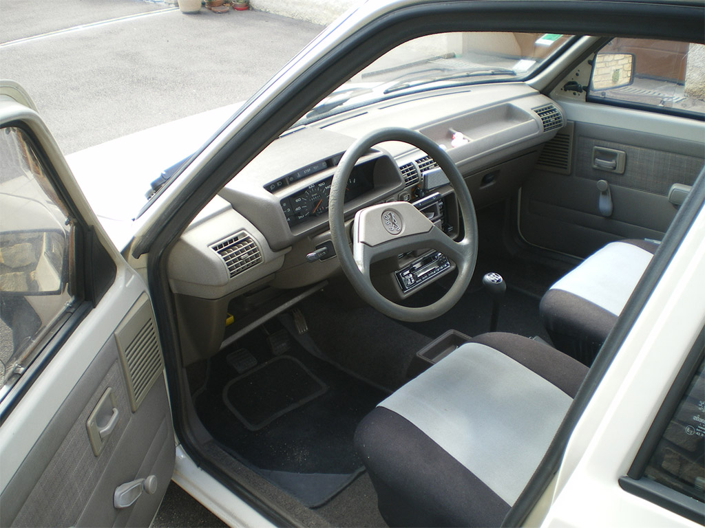 Peugeot 205 interieur