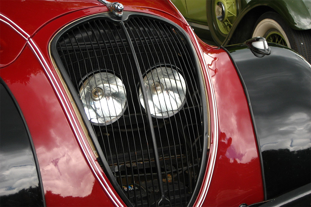 Peugeot 302 headlights