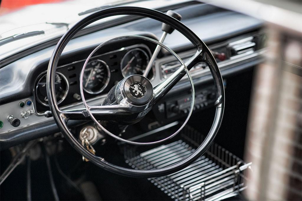 Peugeot 404 interieur