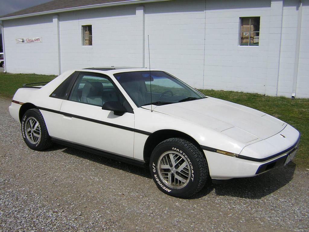 Pontiac Fiero 1984