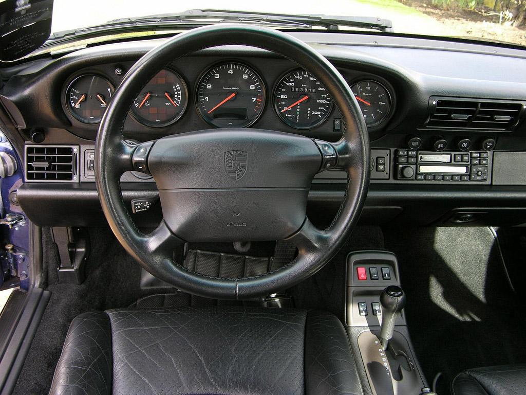Porsche 993 dashboard