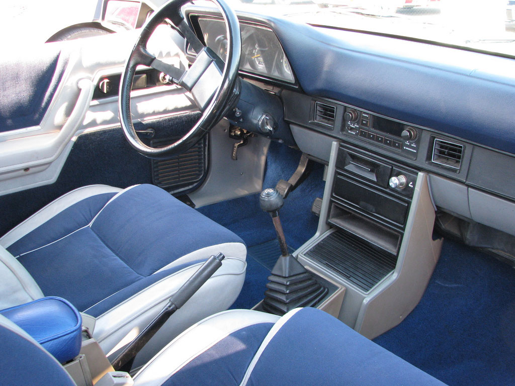 dodge charger shelby interieur 1983