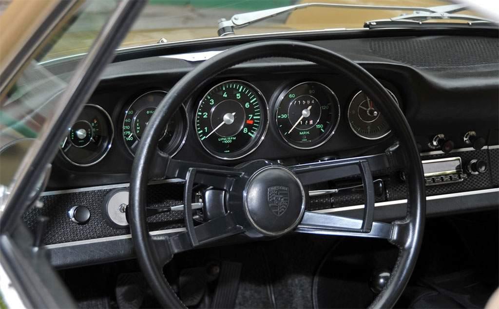 porsche 911 2.0s dashboard