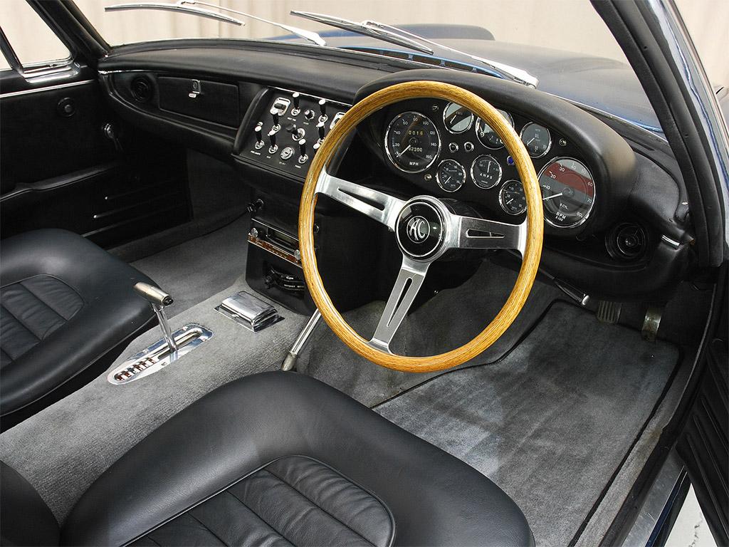 AC 428 Frua 1968 interieur