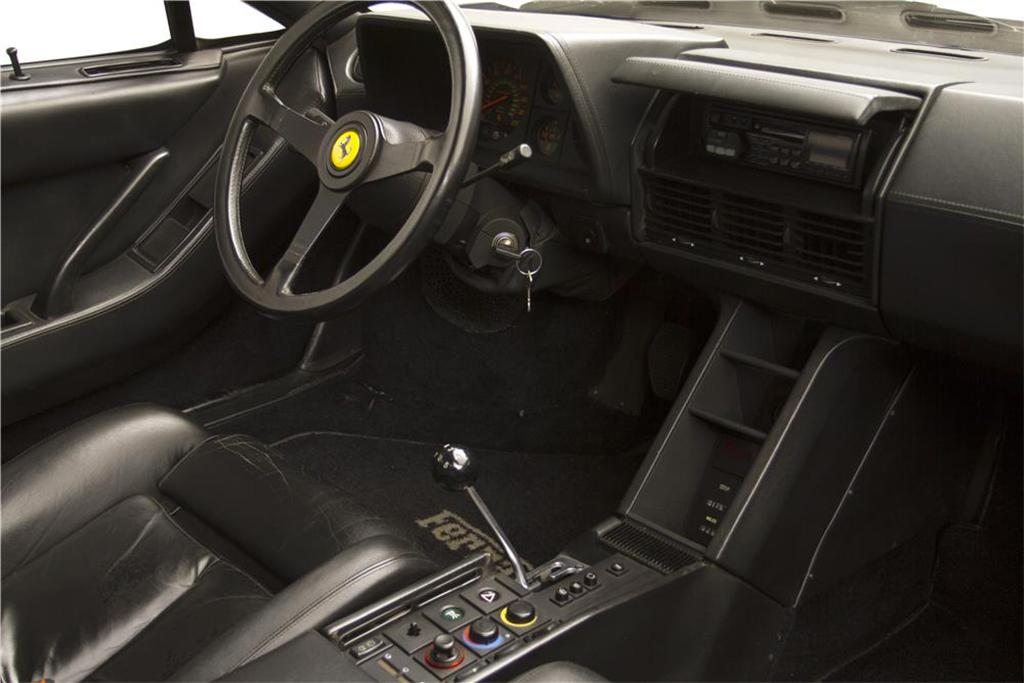 Ferrari Testarossa Spider interieur