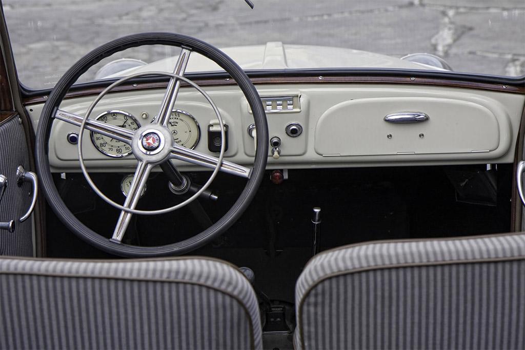 Mercedes-Benz Typ170 interieur