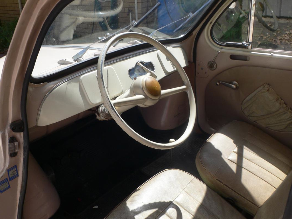 Renault 4CV 1955 interieur