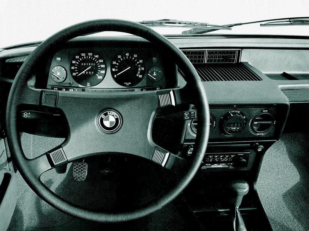 BMW E12 dashboard