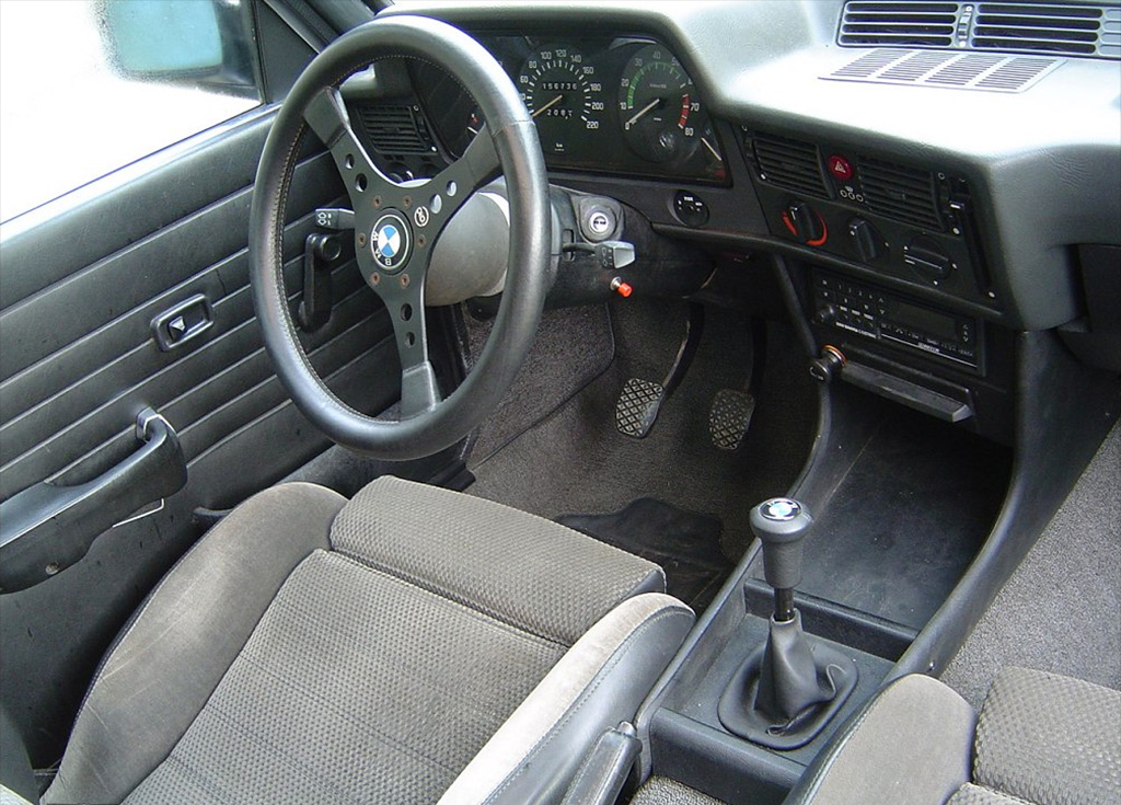 Bmw 3 serie e21 klassiekerweb for Bmw serie 9 interieur