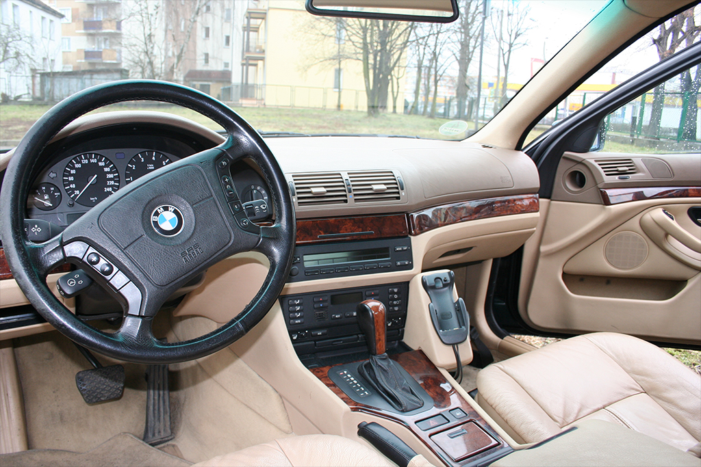 Bmw 7 serie e38 klassiekerweb for Bmw serie 7 interieur