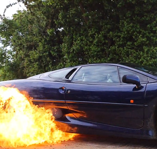 Jaguar XJ220 burnout