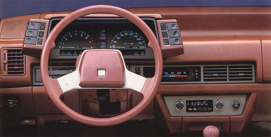 Mazda 626 1984 interieur
