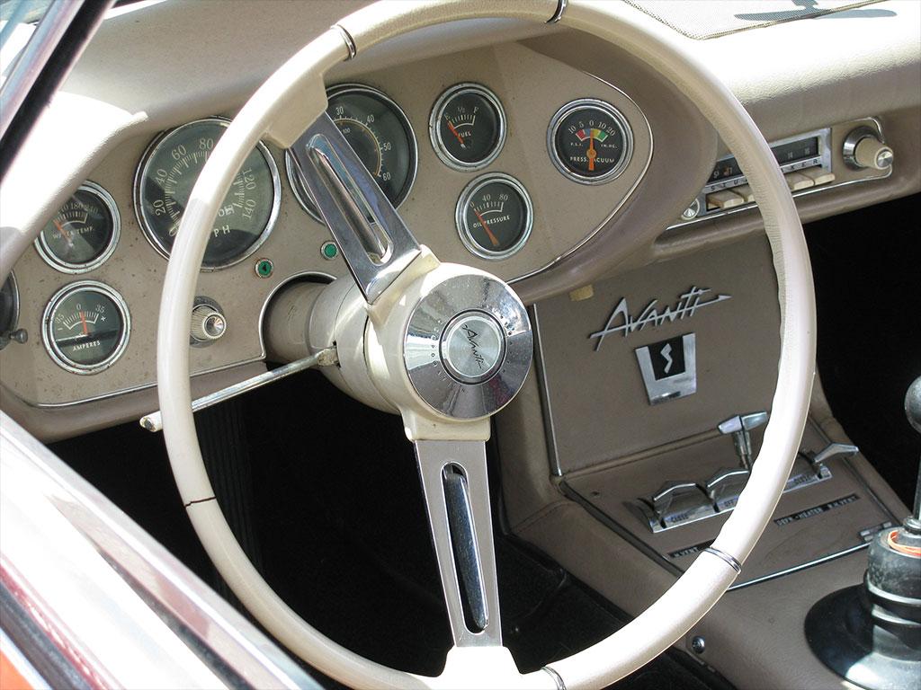 Studebaker Avanti 1963 dashboard