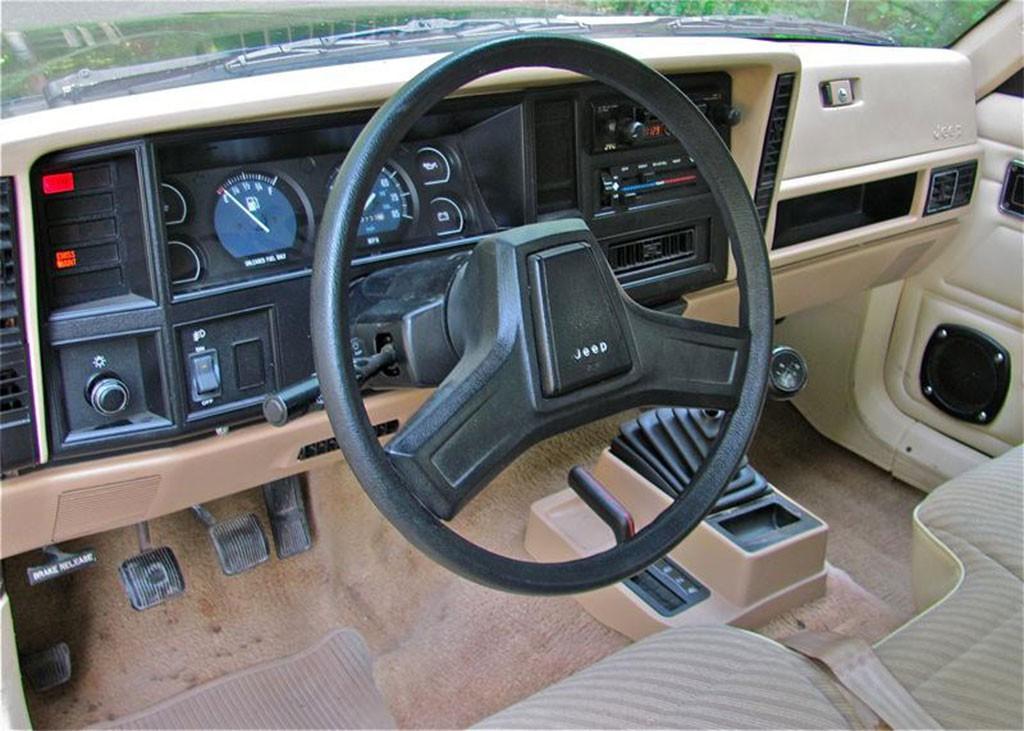 jeep comanche interieur
