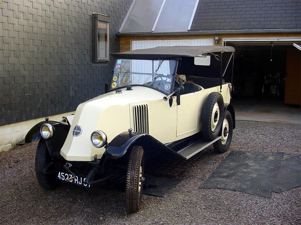 Renault 6CV nn