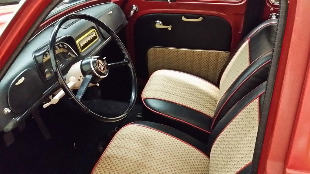 Renault Daphine gordini 1962 interieur