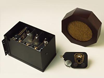 eerste commerciele autoradio motorola 5T71