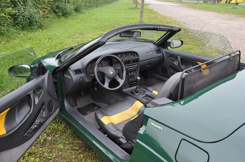Lotus M100 interieur