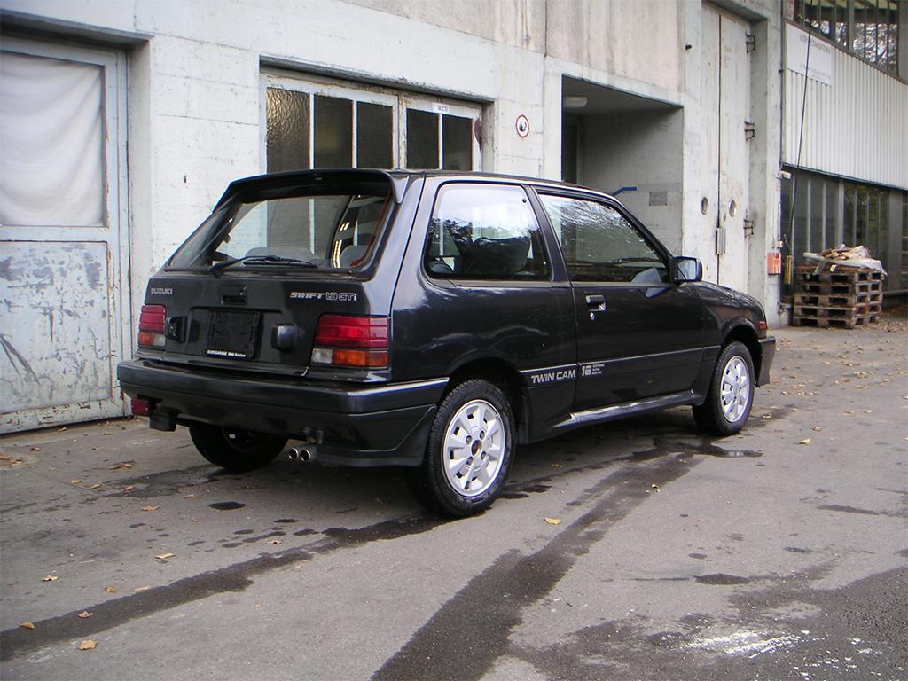 Suzuki Swift GTi MK1 achterzijde