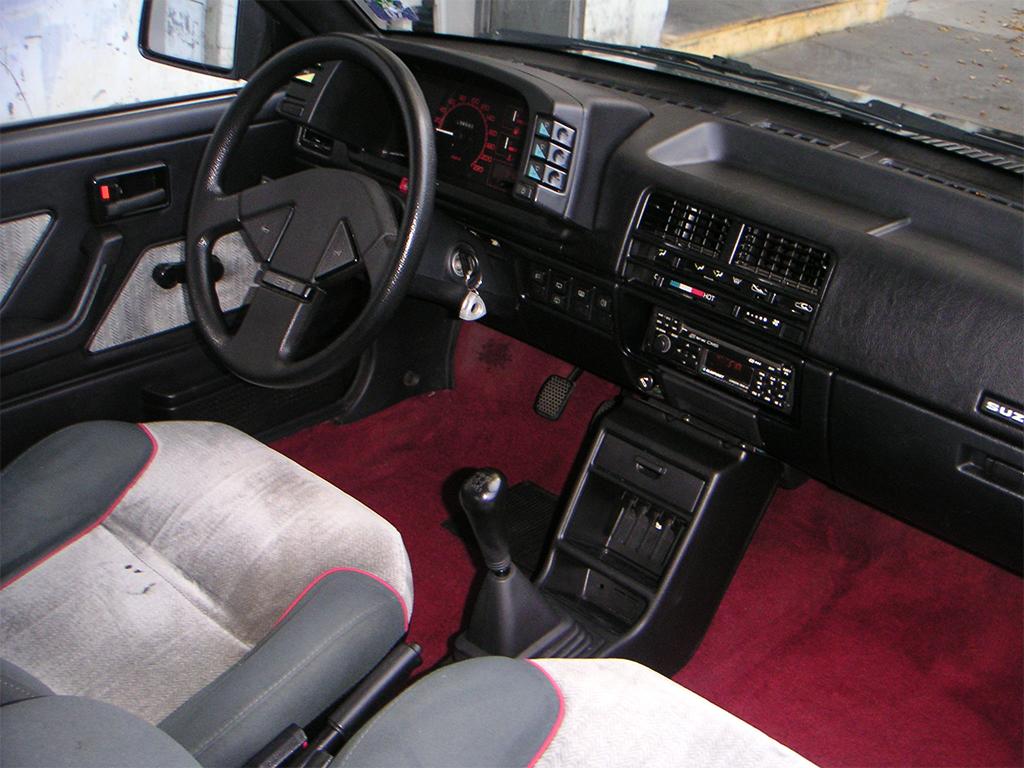 Suzuki Swift GTi MK1 interieur