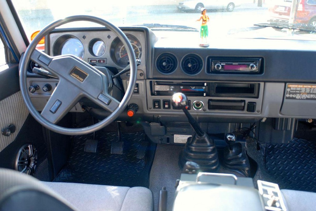 toyota land cruiser FJ60 interieur_1987
