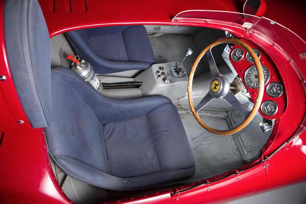 Ferrari 375 plus interieur
