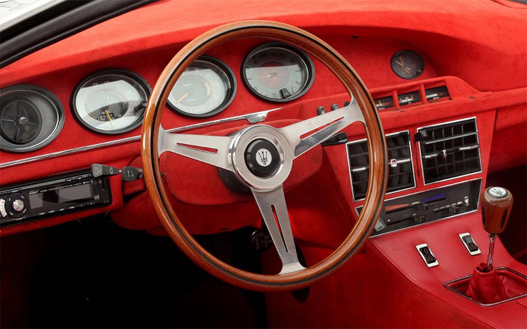 Maserati merak saurer interieur