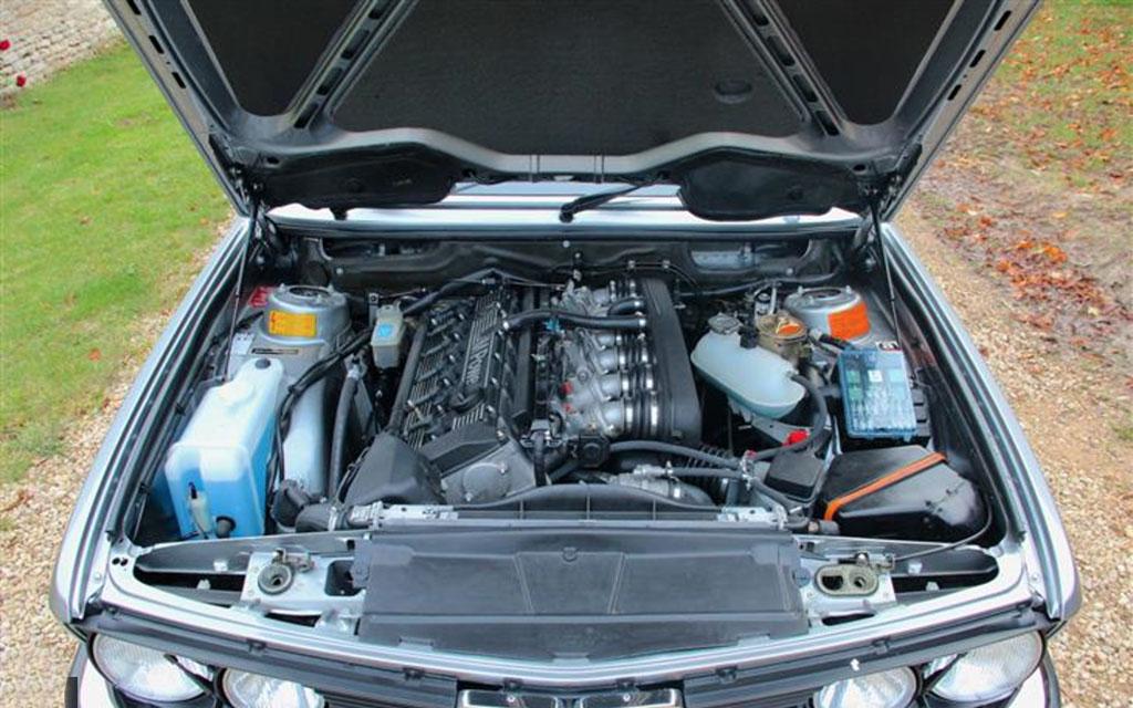 BMW M5 E28 1986 motor
