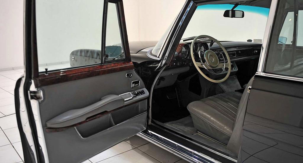 Mercedes-Benz 600 Pullman W100 deur
