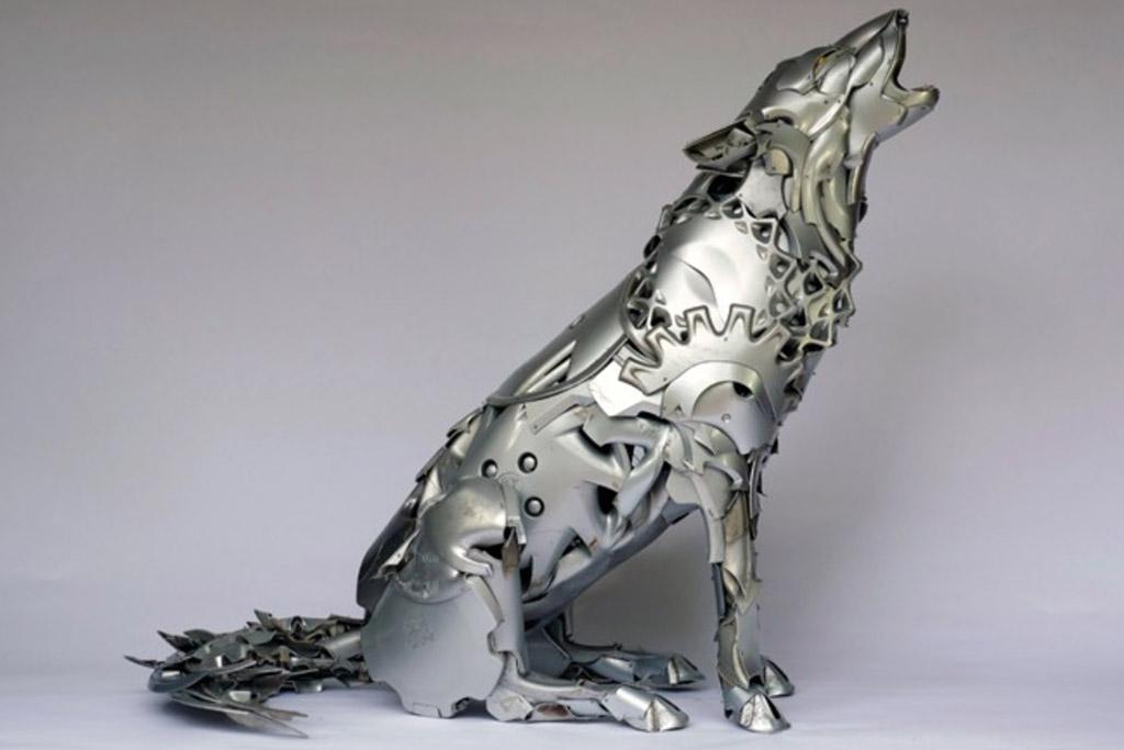 wolf gemaakt van autovelgen
