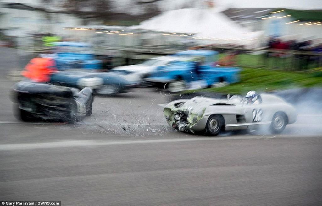 crash goodwood mercedes en jaguar