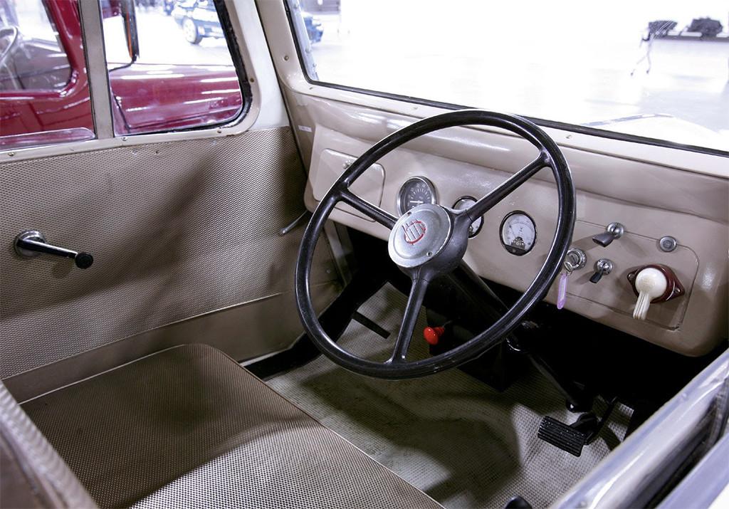Tama EV interieur 1947