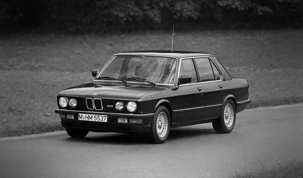 eerste generatie bmw M5 was de e28