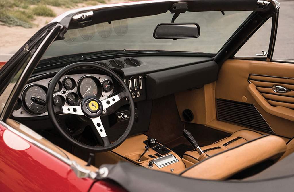 Ferrari 365 GTS / 4 Daytona Spider interieur