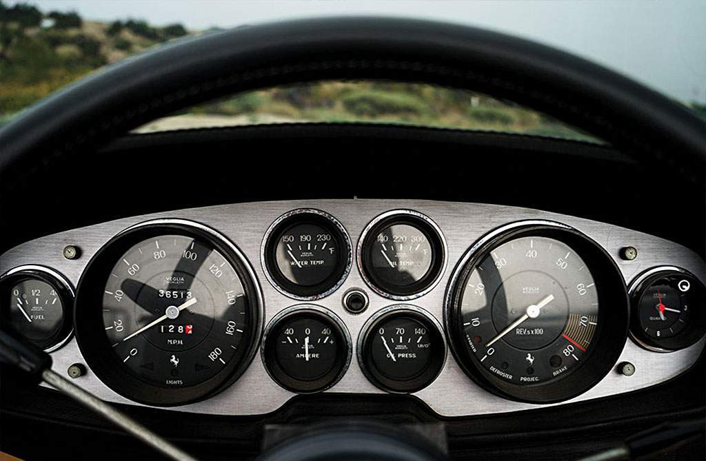 Ferrari 365 GTS / 4 Daytona Spider klokken en dashboard