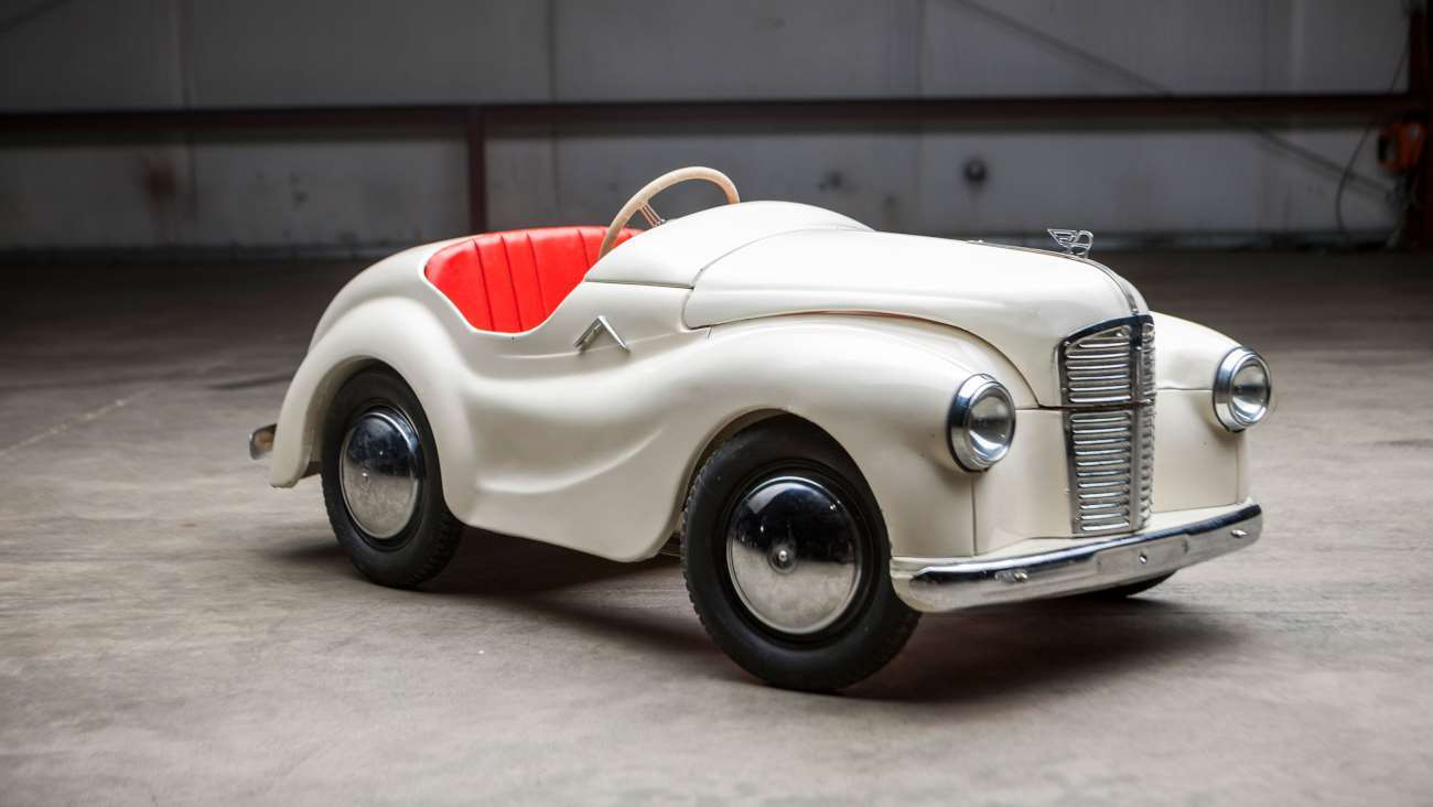 veiling trapauto's sotheby's junior forty j40 roadster uit 1955